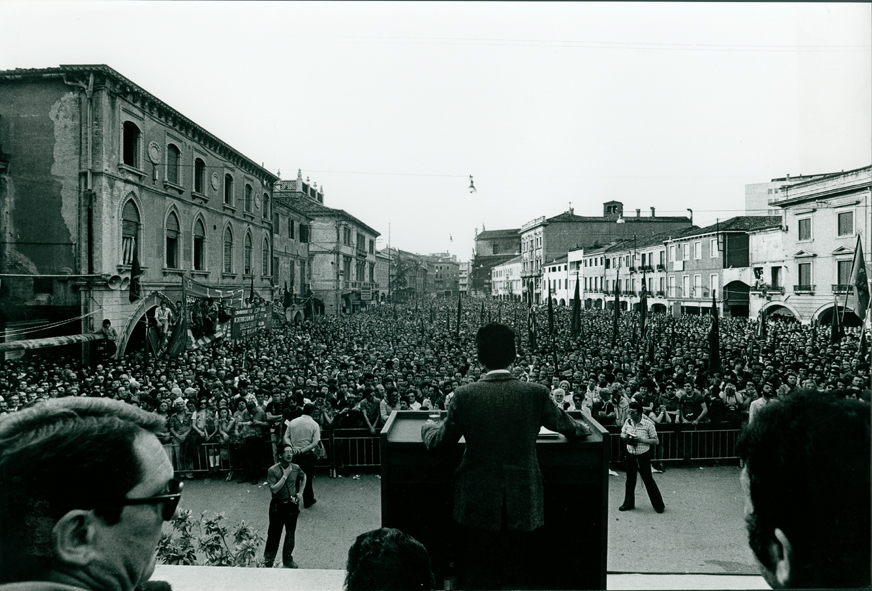 Comizio di Enrico Berlinguer a piazza Ferretto, Mestre, 18 maggio 1975, Archivio Gianni Pellicani, Fondazione Pellicani