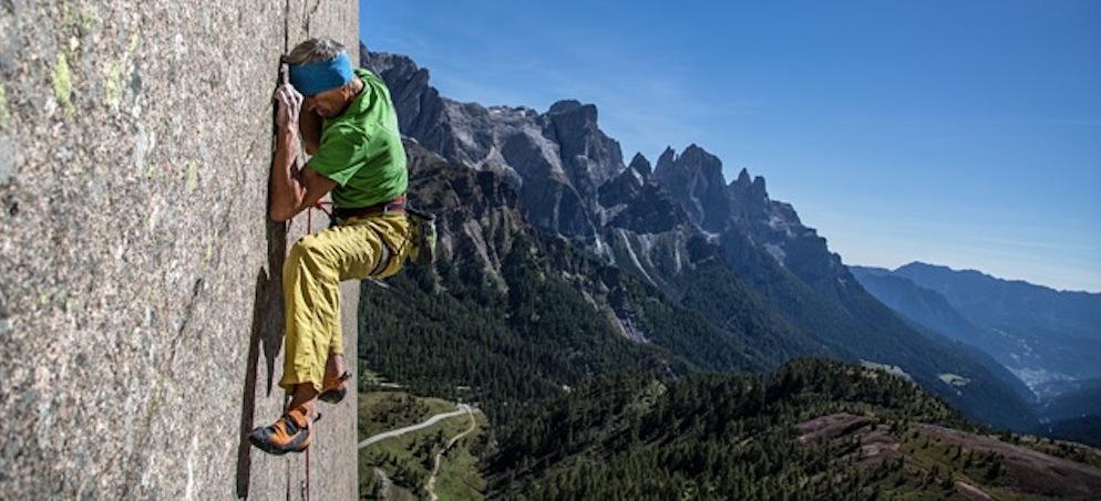 Nepal, per attaccare la più grande delle sfide per un alpinista, lEverest.