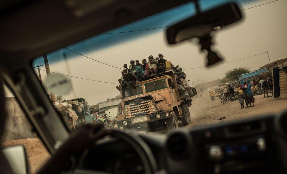 Gruppo di migranti in viaggio dalla città di Agadéz, Niger